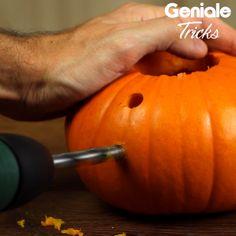 Carving pumpkin with a drill- Kürbis mit Bohrmaschine schnitzen With this trick you have in no time great deco pumpkins - Creative Pumpkins, Small Pumpkins, Modern Halloween, Halloween Crafts, Pumpkin Crafts, A Pumpkin, Courge Halloween, Easy Pumpkin Carving, Carving Pumpkins