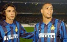 Ronaldo and Andrea Pirlo Inter Milan dos grandes Andrea Pirlo, Ronaldo Inter, Ronaldo 9, Football Drills, Football Soccer, Football Shirts, American Football, European Football