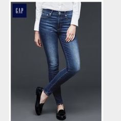 GAP 1969 Always skinny jeans size 2/26 In excellent like new condition! Only worn a handful of times. In medium wash. Comfy and perfect every day jeans. 5 pocket style. GAP Jeans Skinny