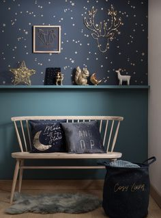 Pour un voyage au pays des merveilles rien de mieux qu'une chambre étoilée avec un mur bi-colore : Baby Bedroom, Girls Bedroom, Bedrooms, Star Bedroom, Bedroom Ideas, Bedroom Corner, Boys Bedroom Decor, Bedroom Black, Trendy Bedroom
