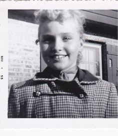 pretty-smile-lovely-young-girl-1950s