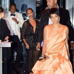 Irmã de Beyoncé teria atacado Jay-z por ter sido excluída de festa de Rihanna, segundo jornal http://angorussia.com/?p=18221