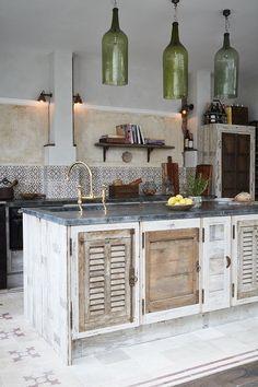 Kitchen Design Interior Ideas Kitchen in Italian Pizzeria Style Beware of Toxic Mulch Mulching beds Italian Kitchen Decor, Rustic Kitchen, Reclaimed Kitchen, Kitchen Tops, New Kitchen, Kitchen Ideas, Tabarka, Pizzeria Design, Mediterranean Kitchen