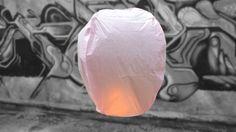 Lanterna Volante Rosa Professionale +La Lanterna Professionale è dotata di un combustibile particolarmente potente, protetto da tessuto ignifugo che garantisce ulteriormente l'isolamento fra la fiamma...