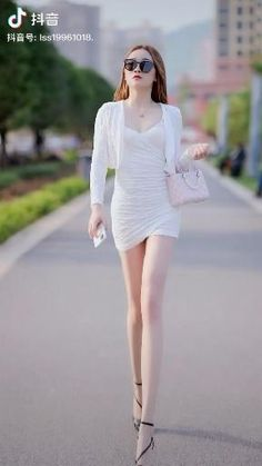 Angelina Jolie Makeup, Dance Choreography Videos, Attractive Girls, Lean Body, Skinny Girls, Beautiful Legs, Asian Fashion, Asian Woman, Street Fashion