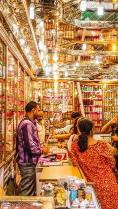 Chudi Bazaar near Charminar, Hyderabad India Jaipur, Pictures Images, Photos, Mumbai, Mother India, India Shopping, Amazing India, India Culture, Bollywood