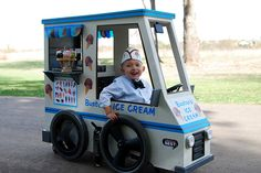 They turned their 3 year old son's wheelchair into his very own Ice Cream Truck for Halloween. It even had a little speaker in the back playing ice cream truck tunes. Creative Costumes, Cute Costumes, Halloween Costumes For Kids, Fall Halloween, Halloween Ideas, Costume Ideas, Awesome Costumes, Group Halloween, Costume Contest