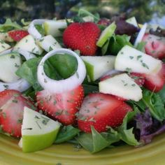 Spinach and Fruit Salad!! ~ #zero points INGREDIENTS: 6 cups Baby ...