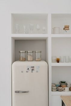 white smeg fridge and glass kitchen storage containers on open shelves. / sfgirlbybay white smeg fridge and glass kitchen storage containers on open shelves. Glass Kitchen, Kitchen Decor, Kitchen Tiles, Smeg Kitchen, Fridge Decor, Floors Kitchen, Kitchen Wood, Kitchen White, Room Kitchen
