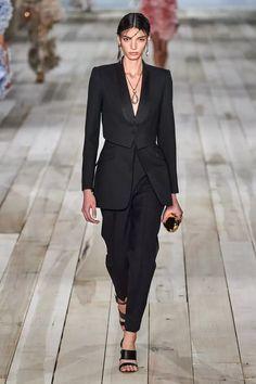 Alexander McQueen Spring 2020 Ready-to-Wear Fashion Show - Vogue Fashion Week, Fashion 2020, Urban Fashion, Runway Fashion, Paris Fashion, Moda Paris, Alexander Mcqueen, Workwear Fashion, Fashion Show Collection