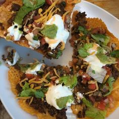 Taco pizza made with 100% cheese crust. Low carb, high fat, height protein, grain free, Keto-friendly!!! Ketogenic Recipes, Paleo Recipes, Low Carb Recipes, Cooking Recipes, Ketogenic Diet, Low Carb Pizza, Low Carb Diet, Healthy Snacks, Healthy Eating
