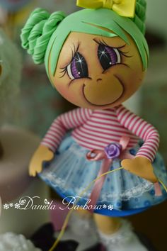 Arte em E. by Dani Barboza: Fofurinhas. Clay Pot Crafts, Foam Crafts, Arts And Crafts, Clothespin Dolls, Doll Wigs, Cute Eyes, Sewing Dolls, Gourd Art, Doll Face