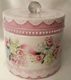 Shabby Chic Painting, Shabby Chic Wall Decor, Shabby Chic Pillows, Shabby Chic Crafts, Decoupage Tins, Decoupage Vintage, Shabby Chic Wardrobe, Tin Can Crafts, Craft Show Ideas