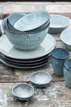 The Nordic Sea bowl from Broste Copenhagen combines soft grey, green & blue hues with delicate hand-painted stripes. Shop Nordic Sea tableware now. Ceramic Pottery, Ceramic Art, Blue Pottery, Glazed Pottery, Pottery Plates, Pottery Vase, Ceramic Bowls, Broste Copenhagen, Aging Wood