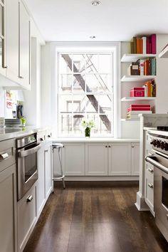 Savor Home: A QUAINT KITCHEN + LINKS...