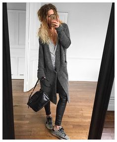 Comme un week end ✔ gilet #acnestudios tee #margauxlonnberg cuir #samsoe baskets #goldengoosedeluxebrand #goldengoose