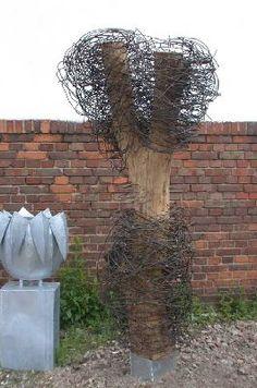 """""""Baum"""" - Skulptur mit Baumstamm und Stahldraht"""