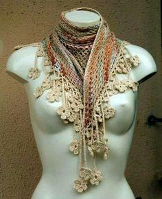 Leuke sjaal met bloemetjesrand