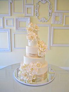 The Fresh Color Palette I'm Loving for Summer Weddings - Love the frame wall!