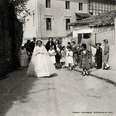 Primera Comunión de Marisa Ajuria Bidaburu, Colegio del Puerto, 1954 (Foto:  ©Daniel Zubimendi) (ref. Z00883)