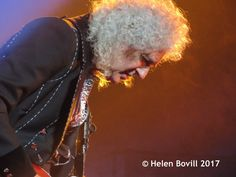 @HBovill Intense and thoughtful onstage tonight - @DrBrianMay, guitarist extraordinaire! #QALNewcastle
