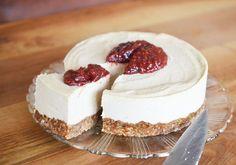 This cake has it all! Mijn favoriet als ik zin heb in iets fris, hartigs en zoets. De taart ziet er bovendien geweldig uit. Je gaat hier echt de show mee stelen, zeker als je vertelt dat je gasten de