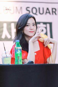 The purest woman in the World 🥰💫💎💙❤💚 Blackpink Jisoo, Yg Entertainment, South Korean Girls, Korean Girl Groups, Black Pink ジス, Girls Run The World, Blackpink Members, How To Speak Korean, Jennie Lisa