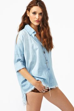 Cutoff Denim Shirt from Nasty Gal| Top| Shirt| Denim| Blue| Washed out| Faded| Long sleeve| Rolled up| Arm| Shorts| Short| Leopard| Printed| Design| Necklace| Black| Rusty| Rusted| Ring| Silver| Multiple| Summer| Spring| P390
