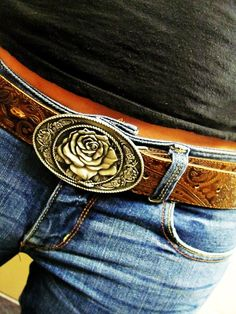 This rose buckle is so cute!
