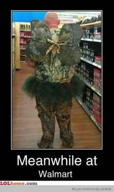 Weirdest People Of Walmart Entertain You And Build Your Day. Take A Look At These Weird People Of Walmart That Are On Another Level Of Funny People. People Of Walmart, Only At Walmart, Crazy People, Funny People, Strange People, Funny Captions, Funny Jokes, Funny Drunk, 9gag Funny