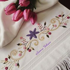 This post was discovered by Semra Yeksan. Discover (and save!) your own Posts on Unirazi. Border Embroidery Designs, Hand Embroidery Stitches, Crewel Embroidery, Ribbon Embroidery, Floral Embroidery, Cross Stitch Embroidery, Embroidery Patterns, Machine Embroidery, Creative Embroidery