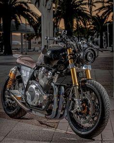 Vintage Motorcycles, Custom Motorcycles, Custom Bikes, Cars And Motorcycles, Duke Motorcycle, Cafe Racer Motorcycle, Motorcycle Engine, Yamaha Cafe Racer, Vespa