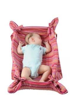 mitata cuna portátil y sofá bebé por pomfitis co ltd (blue