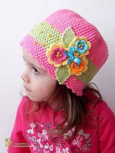 Pink Girl's шапка с цветком, связанная крючком шляпа