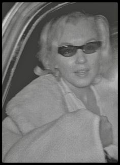 Marilyn Monroe candid in beaver fur coat Marilyn Monroe 1962, Marilyn Monroe Photos, Old Hollywood Stars, Vintage Hollywood, Classic Hollywood, Beverly Hills, Conduit, Norma Jeane, Up Girl