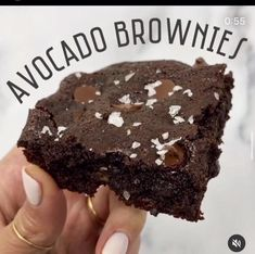 Fudgey, gluten-free flourless avocado brownies that are almost too good to be true. This avocado brownie recipe is the best healthy dessert to make this weekend! Healthy Dessert Recipes, Healthy Baking, Healthy Desserts, Baking Recipes, Whole30 Recipes, Recipes Dinner, Vegetarian Recipes, Healthy Food, Dinner Healthy