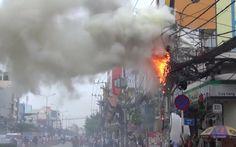 Cháy cột điện chằng chịt dây cáp ở Sài Gòn Accounting, Times Square, Travel, Viajes, Destinations, Traveling, Trips