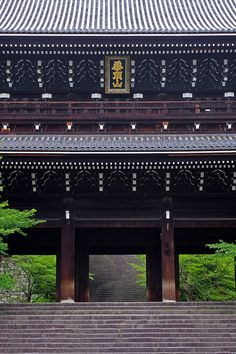 Gate of Chion-in in Kyoto,Japan 知恩院 京都 Japanese Shrine, Japanese House, Japanese Geisha, Japanese Kimono, Nara, Places Around The World, Around The Worlds, Monuments, All About Japan