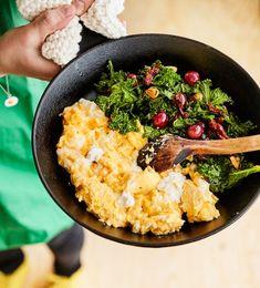 Vatkaa munien joukkoon vähän maizenaa, niin saat samettisen munakkaan.