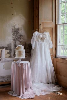 From Nóbl Events and Lisa Vigliotta comes this romantic wedding editorial inspired by Pride & Prejudice at Willowbank Mansion.