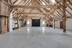 Idée pour atelier - voir l'espace (vieille ferme) - charpente et colonnes en bois