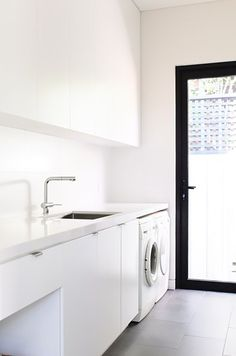 Laundry home decor interior design Laundry Nook, Laundry Decor, Laundry Room Organization, Laundry In Bathroom, Laundry Basket, Organization Ideas, Modern Laundry Rooms, Laundry Room Inspiration, Interior Minimalista