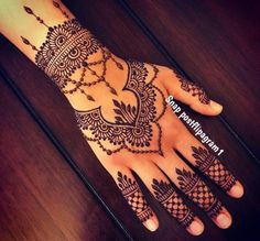 18 Ideas Bridal Henna Mehndi Ideas For 2019 Henna Hand Designs, Mehndi Designs Finger, Beginner Henna Designs, Mehndi Designs For Girls, Mehndi Designs For Fingers, Beautiful Henna Designs, Mehndi Art Designs, Latest Mehndi Designs, Henna Tattoo Designs