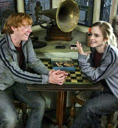 """knockturnallley: """"Rupert Grint and Emma Watson, Harry Potter and the Deathly Hallows Part I behind the scenes """" Harry Potter Tumblr, Harry Potter Hermione, Hermione Granger, Mundo Harry Potter, Harry Potter Pictures, Harry Potter Quotes, Harry Potter Universal, Harry Potter Fandom, Harry Potter Characters"""