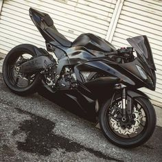 Motorbike Girl, Motorcycle Bike, Motorcycle Quotes, Carros Audi, Ninja Bike, Cool Motorcycles, Kawasaki Motorcycles, Triumph Motorcycles, Futuristic Motorcycle