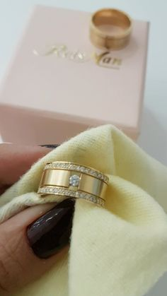Timeless Engagement Ring, Engagement Rings Couple, Vintage Engagement Rings, Gold Band Ring, Band Rings, Cute Jewelry, Silver Jewelry, Gold Ring Designs, Diamond Bands