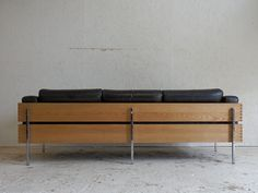 Robin Day, Furniture Vintage, Outdoor Furniture, Outdoor Decor, Armchairs, Sofas, Photography Rules, Habitats, Woodworking