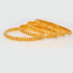 Plain Gold Bangles, Gold Bangles Design, Gold Jewellery Design, Diamond Jewellery, Designer Bangles, Jewelry Design Earrings, Pendant Jewelry, Gold Kangan, Mens Gold Jewelry
