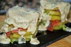 Milhojas de patata con salmón ahumado y salsa de cabrales
