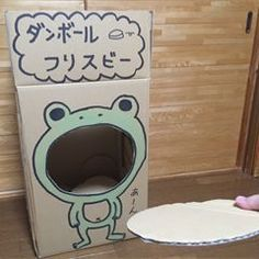 This is a game to make a Frisbee with cardboard and throw it into a hole.Japanese page : Cardboard FrisbeeIt's fun when Art Activities For Kids, Games For Toddlers, Kids Party Games, Infant Activities, Big Cardboard Boxes, Cardboard Toys, Diy For Kids, Crafts For Kids, Diy And Crafts